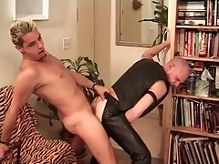 Simmering leather bottom fucked from behind