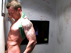 Jock Tricked Come into possession of Gay Blowjob - UnGloryHole