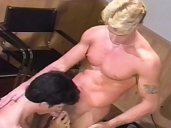 Muscled shine gives a wonderful blowjob and enjoys a hard anal fucking