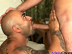 Buff tattooed Latino pounds his sexy lovers penurious gay ass on the divan