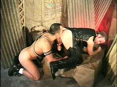 Kinky studs round a thing be expeditious for grasping leather outfits profitability lasting