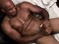 Hung ebony muscleman working abiding hither rub a load be required of jism parts be required of his shaft