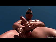 Hot and steamed up guy jerks off solo